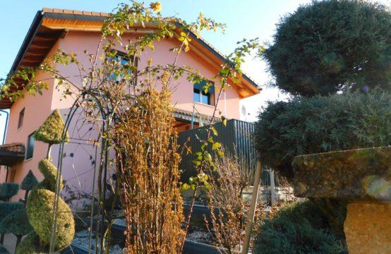 EDEN Immobilier | Villa généreuse  | Piscine Chauffée |  Quartier résidentiel