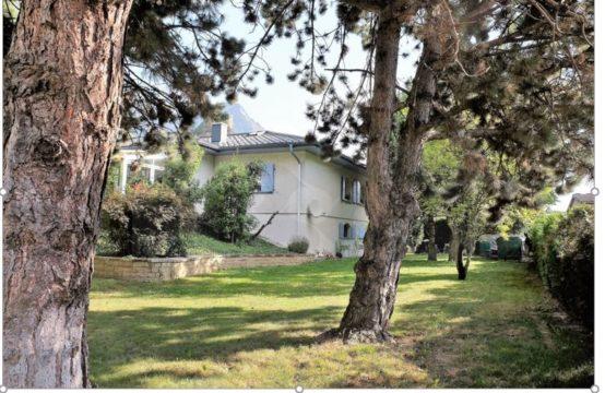 EDEN Immobilier | Grande demeure à deux pas du village médieval | Impasse