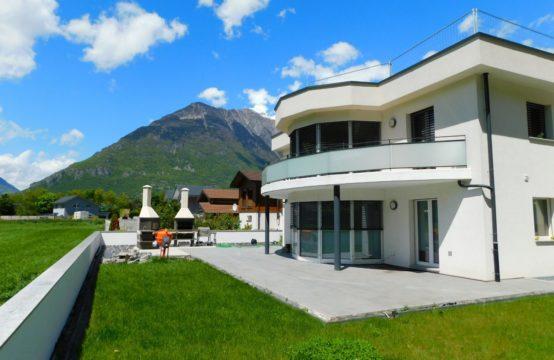Grand volume pour cette sublime Villa quasiment neuve